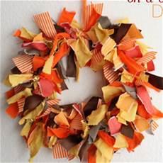 fabric scraps wreath allfreeholidaycrafts