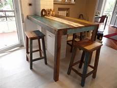 sgabelli in legno estremi tavolo cucina fatto su misura in legno riciclato