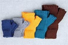 simple fingerless glove knitting pattern purlsandpixels