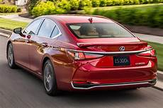 Lexus Es 2019 Vs 2018 by 2018 Vs 2019 Lexus Es S The Difference Autotrader