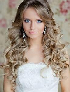 frauen frisuren langhaar locken 65 prom hairstyles that complement your fave