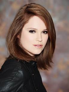 frisuren braune haare mittellang textured bob for brown hair styled with a dip