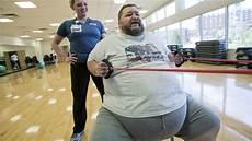 uomini che fanno sport attivit 224 fisica e salute lo sport non diminuisce il