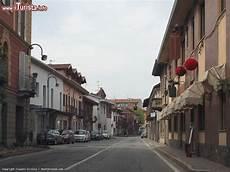 piemonte brandizzo una strada nella cittadina di brandizzo in piemonte