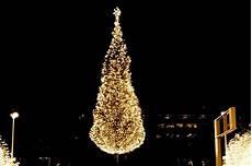 Mayor S Christmas Tree Lighting Kansas City Kansas City S Crown Center Christmas Fun Sheknows