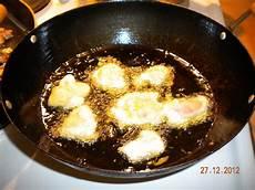 koreansk kylling mat for en frityrstekt kylling med saus yangnyeom tongdak
