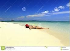 donne sulla spiaggia donna sulla spiaggia immagine editoriale immagine di
