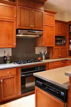 armadietti legno armadietti di legno della cucina neri e stufa inossidabile