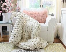 easy diy chunky knit blankets to cozy up with homelovr