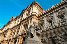 corte suprema italia la statua sulla corte suprema di cassazione dei tribunali