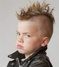 coole frisuren jungs langen haaren coole jungs frisuren lange haare