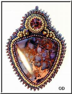 deliciouse bead embroidery pendant beaded tutorial
