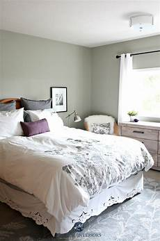 Benjamin Moore Lrv Chart Benjamin Moore Moutain Air In A Country Style Bedroom
