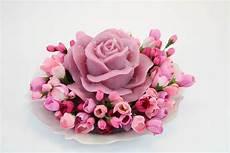 candela a forma di rosa candela a rosa beatrice cm 14 x 7 profumata in 3 colori
