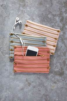 diy projects for gifts 33 cool diy projects you can make with a zipper