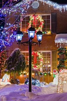 Fixing Christmas Lights To Brick How To Effectively Hang Christmas Lights On Brick Siding