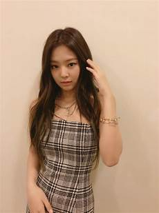 blackpink jennie spotted wearing split dress koreaboo