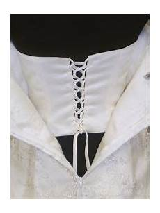 anybody know a good tutorial for adding internal corset to
