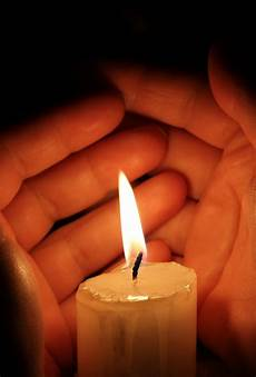 accendere una candela essere e agire e meglio accendere una candela