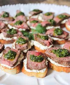 beef tenderloin crostini with goat cheese and