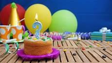 candela a forma di torta torta di compleanno con la candela di domanda immagine