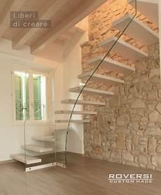scale interne sospese scala sospesa con gradini a sbalzo muri di mattoni