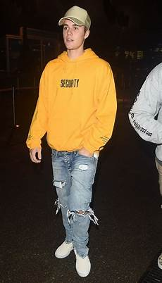 Justin Bieber Light Blue Jeans Justin Bieber In His Customary Ripped Jeans Again Denimology