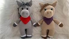 bir tarif ile iki farklı oyuncak amigurumi at veya eşek