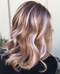 frisuren braune haare mit blonden strähnen trendige frisuren mоderne haarfarben und haarschnitte