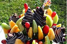 Working At Edible Arrangements Edible Arrangements Delivers Fresh Fruit And Fall Fun To