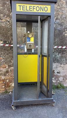 una cabina telefonica cabina telefonica sip vittorio imperia pergolati
