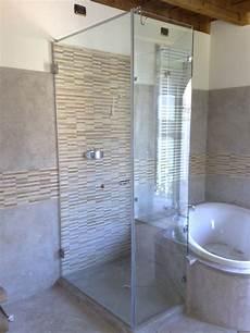 doccia su misura doccia con porte battenti irregolari in vetro su misura