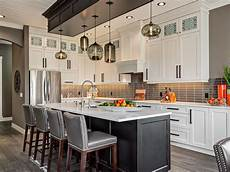 pendants lights for kitchen island how many pendant lights should be used a kitchen island