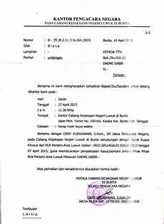 contoh surat undangan kepada camat photo bukti protes warga di kantor jaksa tentang