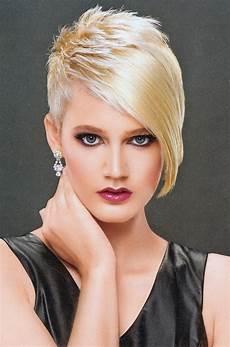 kurzhaarfrisuren asymmetrisch blond sidecut texture asymmetrical haircut
