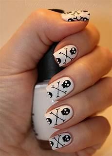 Cool Halloween Designs Nails 30 Cool Halloween Nail Art Ideas Hative