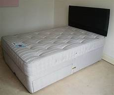 immaculate small or large single 4ft divan bed