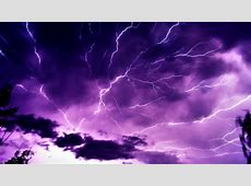 Paarse lucht, onweer en bliksem   Mooie Achtergronden