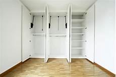 come si costruisce un armadio a muro armadio a muro in cartongesso comodo e funzionale