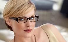 kurzhaarfrisuren blond für brillenträger brillen frisuren