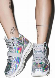 Holographic Light Up Shoes Y R U Qozmo Aiire Light Up Hologram Sneakers Dolls Kill