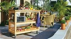 mobili da giardino fai da te come costruire una cucina in legno per giardino con ruote