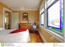 da letto gialla da letto gialla con l apprettatrice di legno