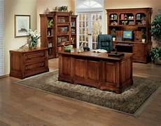 le bureau en bois massif est une classique qui ne se d 233 mode pas archzine fr
