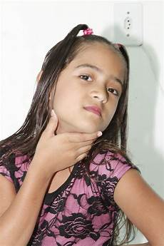 gadis dengan kaus kaki panjang gambar orang gadis kaki penyanyi model alam anak