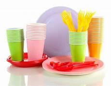 piatti e bicchieri di plastica per feste sacchetti biodegradabili e iniziative ecosostenibili nec