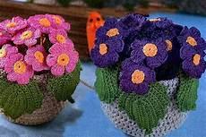fiori vaso uncinetto d oro fiori in vaso all uncinetto