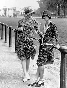vintage fashionable photo 1920s flappers jazz
