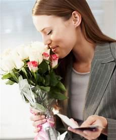 mandare dei fiori fiori per ammirazione e stima frasi per apprezzamento e