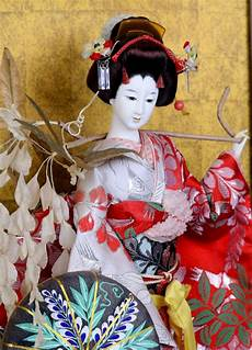 Arts And Designs Of Japan Japanese Geisha In Glass Case